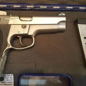 Arma corta: Pistola S-Wesson